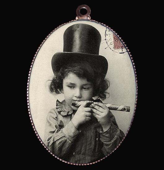 medaglione in porcellana con soggetto vintage, per chi si meraviglia delle cose semplici, regalo per amica, per i 18 anni