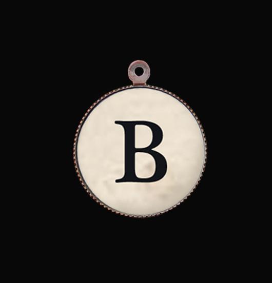 Ciondolo alfabeto:letteraB iniziale in porcellana per personalizzare bracciali e collane. Idea regalo per ogni occasione.