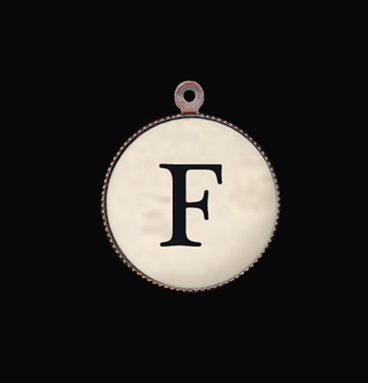 Lettera dell'Alfabeto F. Ciondolo Iniziale, in porcellana e rame per collane e bracciali. Idea regalo personalizzato.