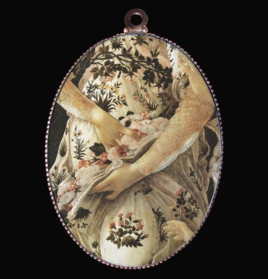 medaglione in porcellana con particolare del dipinto della