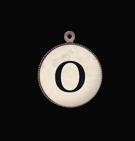 Lettera dell'alfabeto O. Iniziale per personalizzare un bracciale o una collana. Regalo di compleanno, per mamma, zia, nonna, moglie.