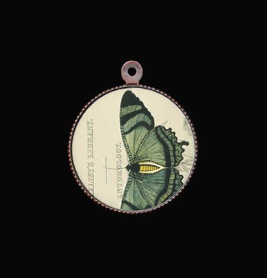 ciondolo in porcellana con farfalla verde, regalo per migliore amica, sorella, mamma, nuovo inizio