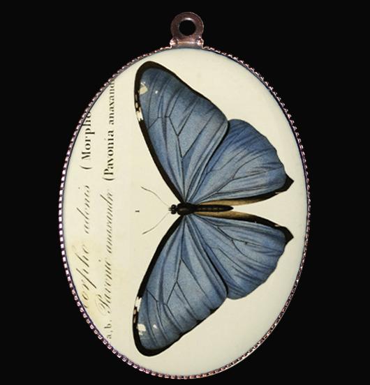 medaglione in porcellana con farfalla blu, regalo per mamma, per maestra,  per personalizzare la tua collana
