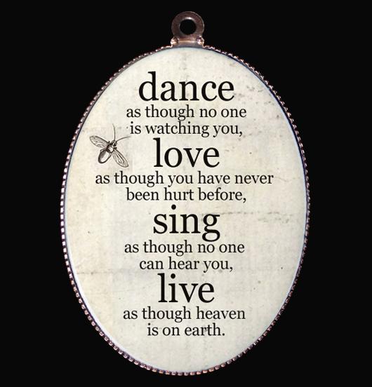 medaglione in porcellana dance love sing live avorio, per chi vive per le proprie passioni, per i 18 anni, regalo per amica