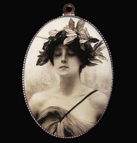 medaglione in porcellana per laurea e amanti delle arti, per chi ha raggiunto un obbiettivo, regalo per amica, per i 18 anni, per chi è sensibile, per creare la una collana poetica