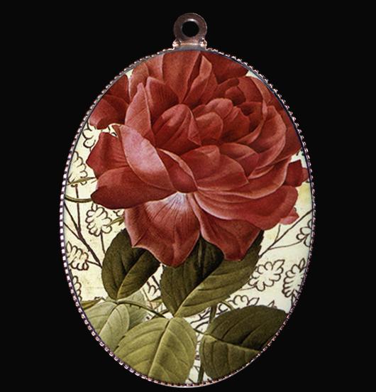 medaglione in porcellana con rosa rossa, simbolo di amore e passione