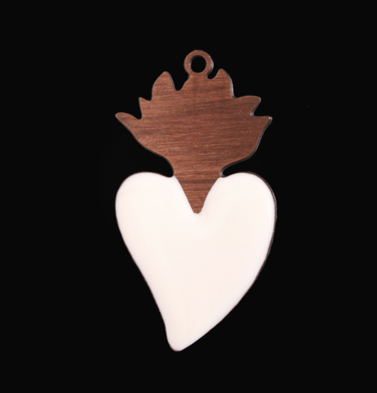 pendente cuore ex voto cuore sacro in rame smaltato bianco, regalo amore, regalo religione