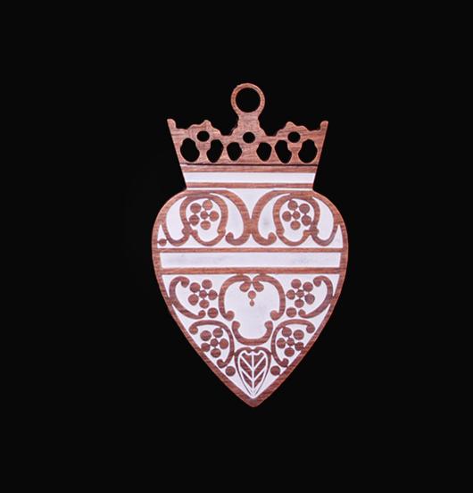 ciondolo in rame smaltato avorio ex voto con corona, regalo sacro, regalo miglior amica, sorella