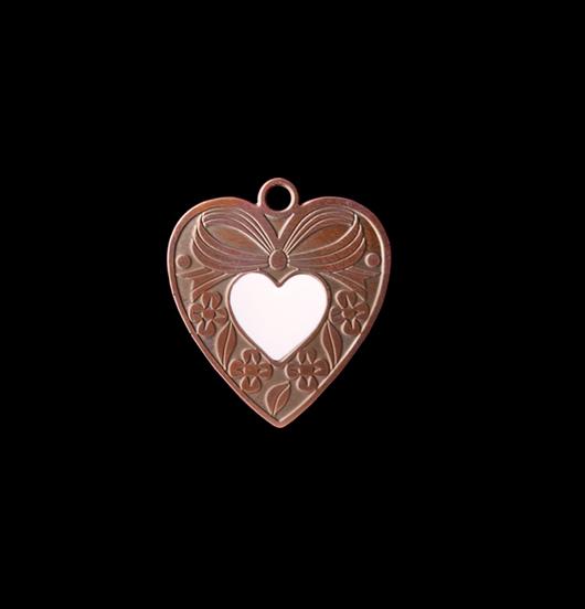 Ciondolo cuore gentile in rame con  piccolo cuoricino avorio smaltato. Collana personalizzata da regalare alla Mamma, regalo amica del cuore