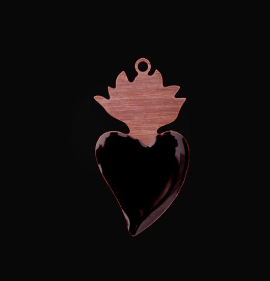ciondolo in rame smaltato nero a forma di cuore ex voto, vintage, votivo, religione