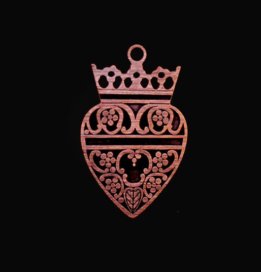 ciondolo in rame smaltato nero ex voto con corona, regalo ispirazione vintage, regalo miglior amica