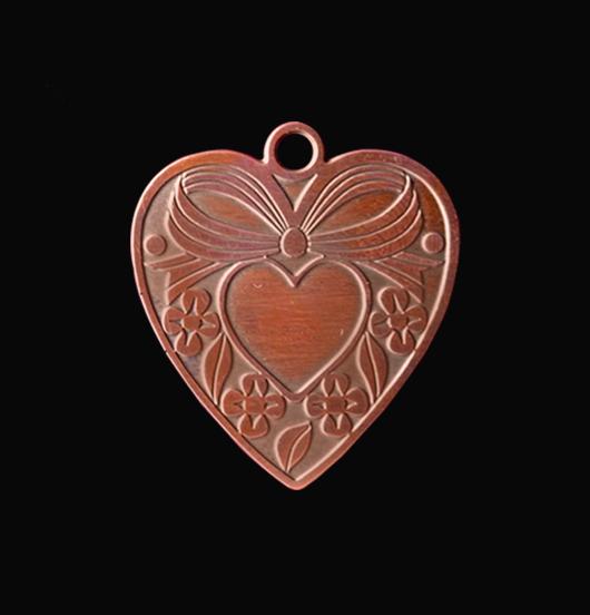 Ciondolo a forma di cuore con fiocco in rame. Collana personalizzata da regalare alla Mamma, per San Valentino per un anniversario, per un' amica, una sorella