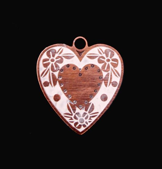 Ciondolo a forma di cuore di rame smaltato bianco. Regalo per la persona amata, per la mamma.