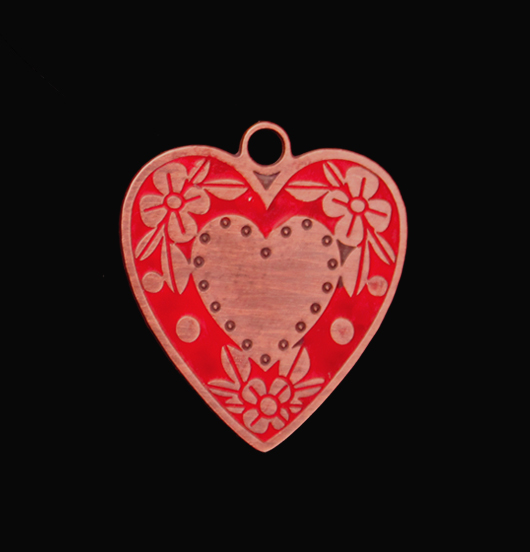 Ciondolo a forma di cuore smaltato rosso in rame. Regalo per la mamma, San Valentino.