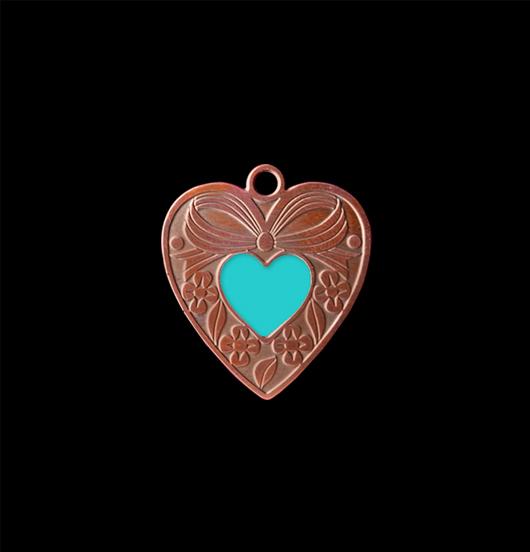 Ciondolo cuore gentile con  piccolo cuoricino turchese smaltato. Collana personalizzata da regalare all'amica, sorella, fidanzata
