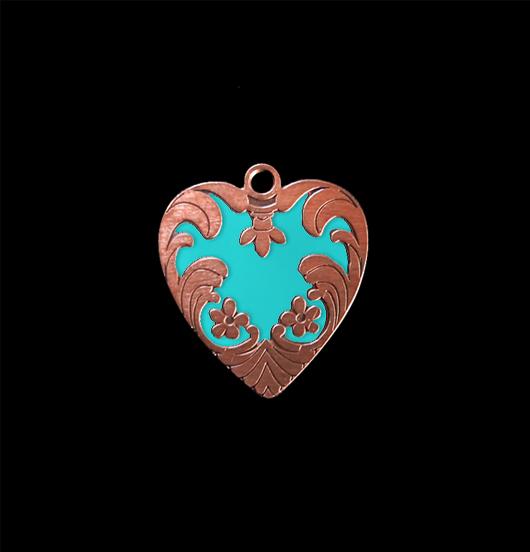 Cuore ribelle, ciondolo in rame smaltato in turchese, adatto a personalizzare i tuoi gioielli e da regalare alle persone amate.
