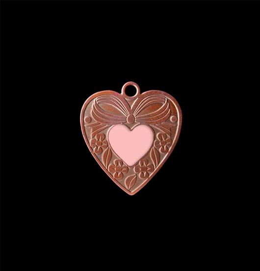 Ciondolo cuore gentile in rame con  cuoricino rosa smaltato. Collana personalizzata da regalare all'amica, alla sorella