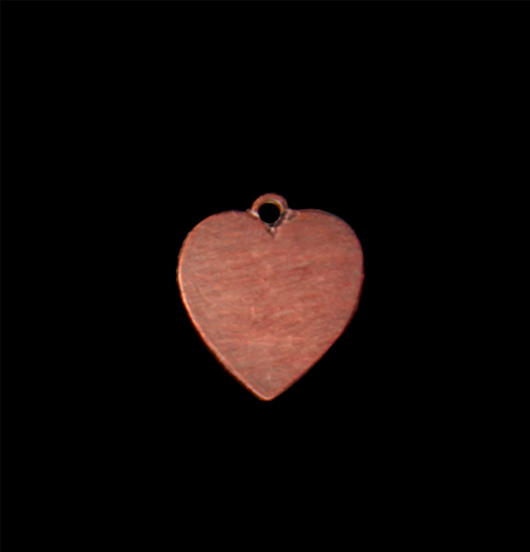 Ciondolo a forma di piccolo cuore in rame. Personalizza il tuo gioiello e regalalo in occasioni speciali.