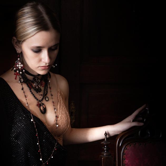 Lasciati ispirare dalle nostre collezioni<br> NATURA - Origine in questo mondo<br> SACRO - Dedicata al tema del Sacro<br> FORTUNA - Amuleti, portafortuna, talismani<br> MISTERO - Celebrazione del mistero<br> NATALE -