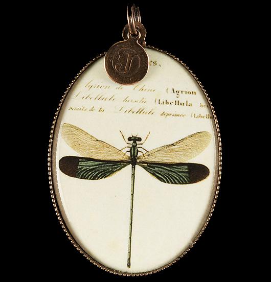 medaglione in porcellana con libellula, regalo per festa della mamma, per maestra, per amica, per chi ha voglia di leggerezza