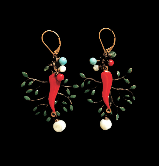 orecchini  rame con cornetto portafortuna rosso, rame verde e perla di fiume.